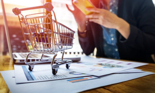 Coraz drożej w sklepach spożywczych. Za grupę najtańszych produktów trzeba dziś zapłacić o ponad 8% więcej niż przed rokiem